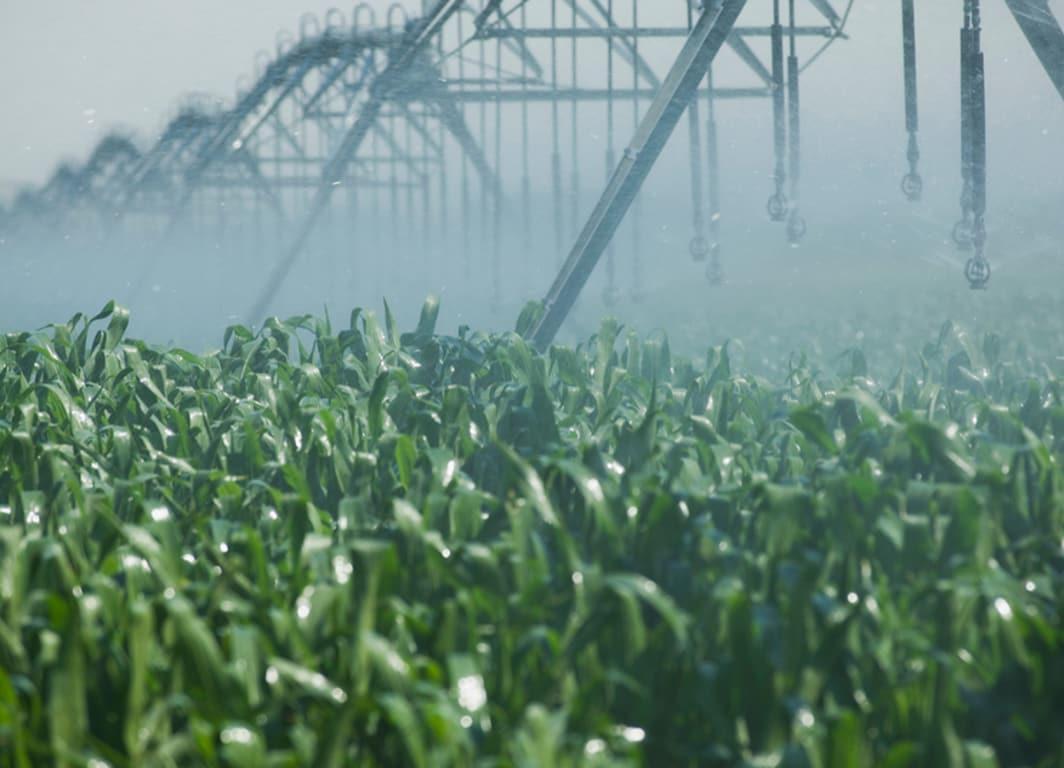 Sistema de direcionamento automático para aplicação em campos com irrigação.