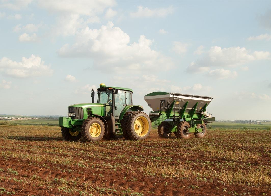 Distribuidor de nutrientes GreenSystem™ DN1006 em campo.