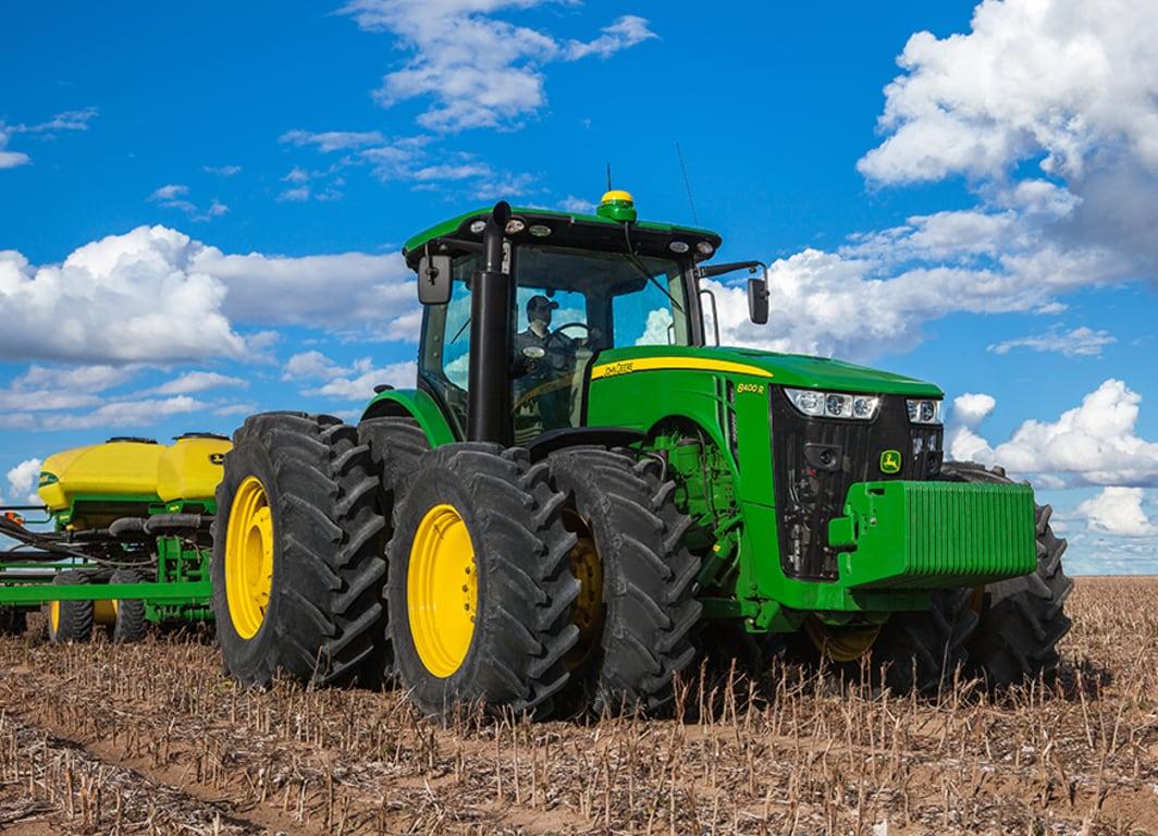 Trator 8400R com Plantadeira.